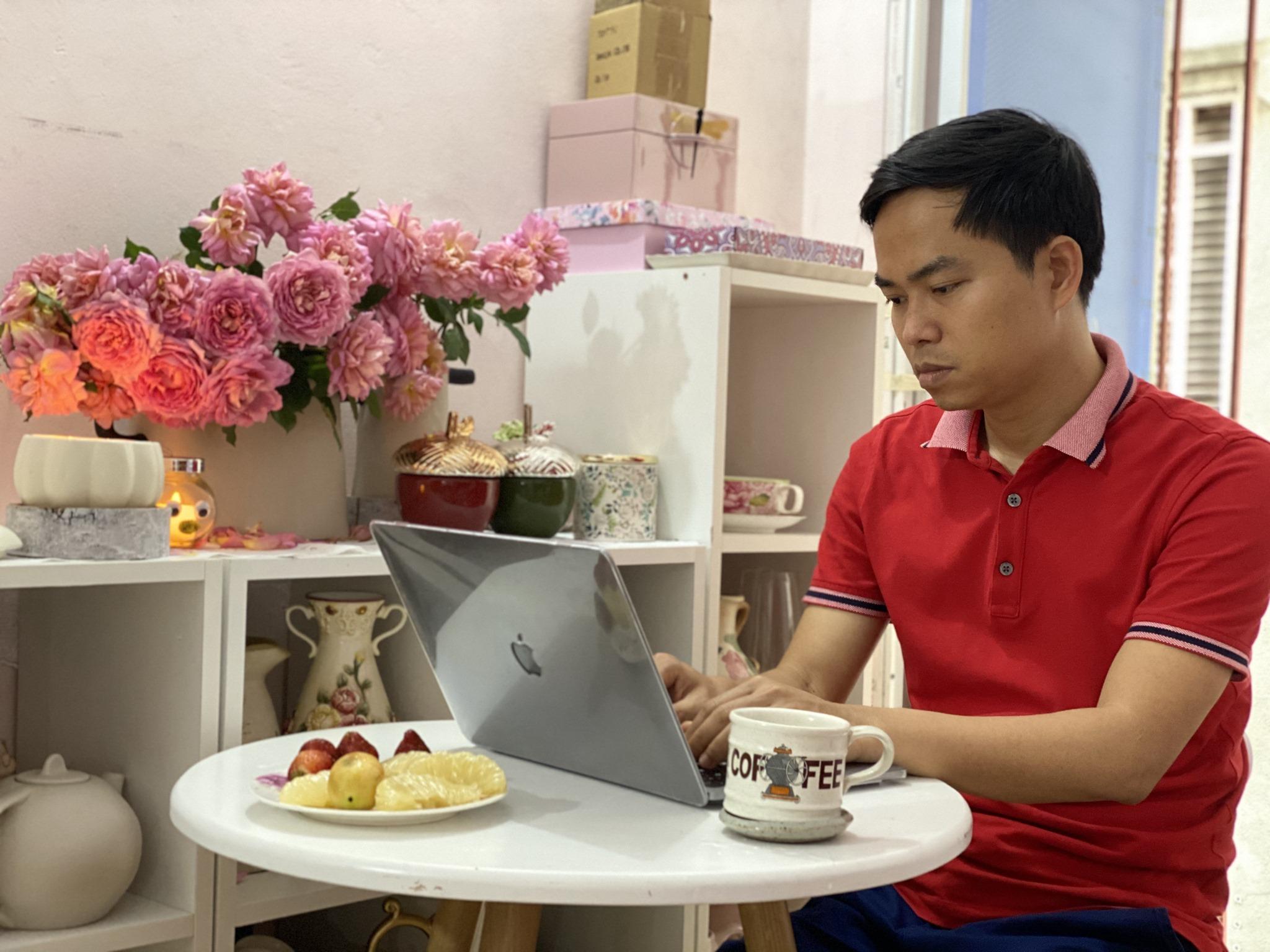MBA Nguyen Phan Anh lam viec tai nha