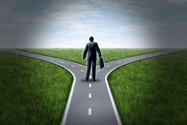 Lựa chọn đối thủ cạnh tranh để tấn công và né tránh