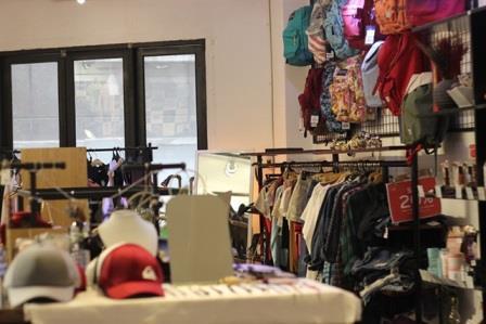 Mở shop kinh doanh quần áo, phụ kiện các kiểu