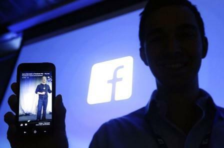 Thứ 2: Facebook theo dõi người dùng thông qua những gì bạn nói qua điện thoại.