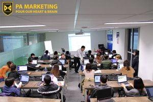 lop-dao-tao-facebook-marketing-voi-su-ho-tro-cua-ca-giang-vien-va-tro-giang